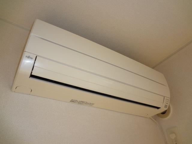 省エネタイプの冷暖エアコンです。