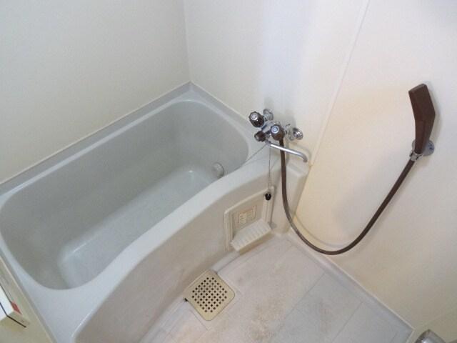ゆったりとした浴槽です。