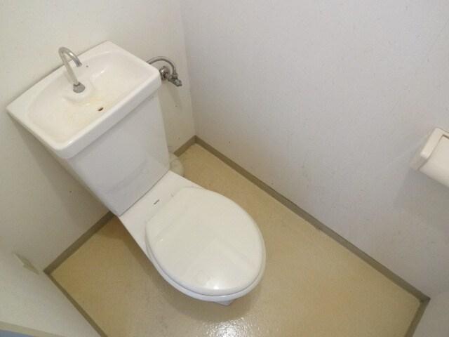 バストイレ別のセパレートタイプです。
