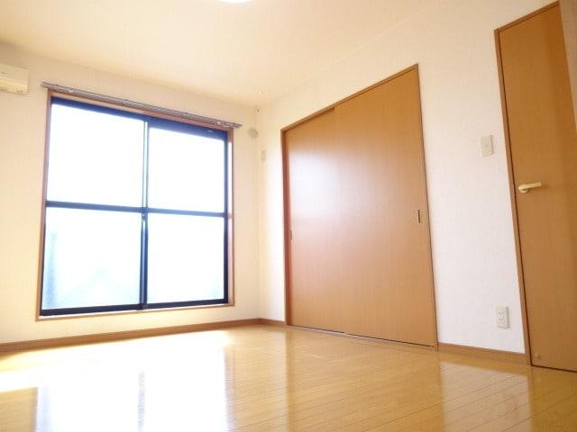 明るい6帖洋室です。