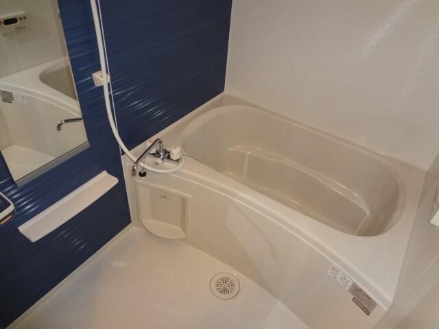 追い焚き、浴室換気乾燥機付。