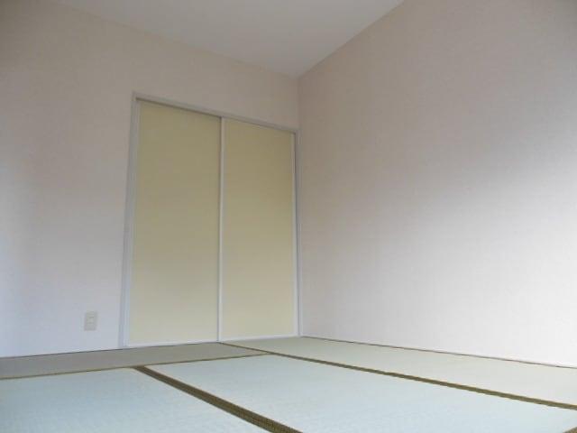南側の明るい和室です。