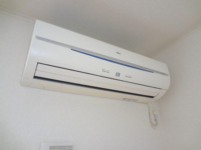 リビングの冷暖エアコンです。