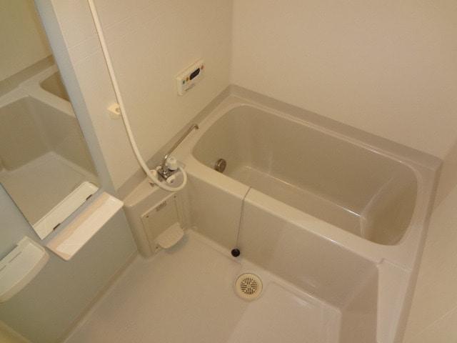 追い焚きや浴室換気乾燥機付。