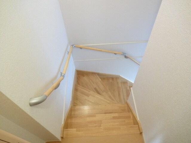 内階段で雨の日でも安心です。