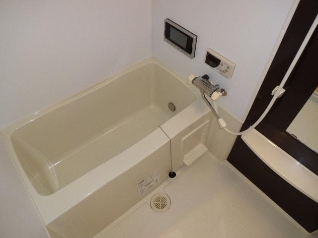 ゆったりとしたバスルームです。