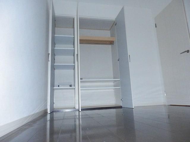 洋室もたくさん収納できます。