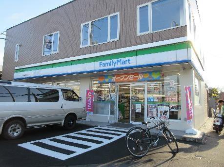 ファミリーマート 札幌国際大学前店(コンビニ)まで330m