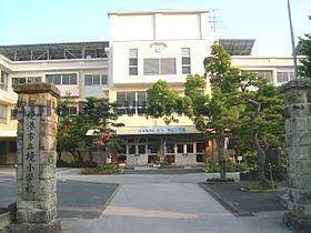 境町立境小学校(小学校)まで1050m