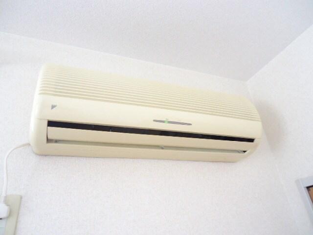 冷暖エアコン付き
