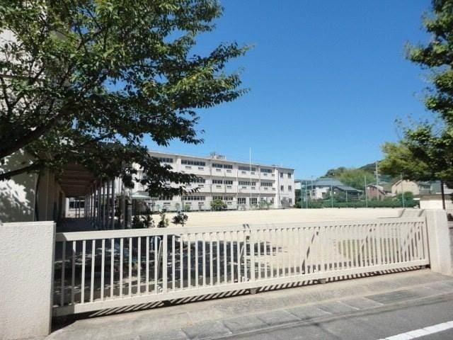 岡山市立三勲小学校(小学校)まで102m