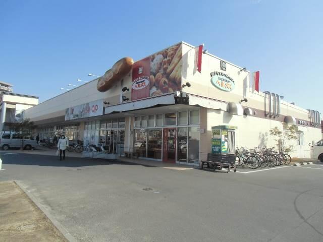 コープ東川原(スーパー)まで681m
