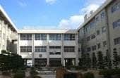 中央小学校(小学校)まで892m