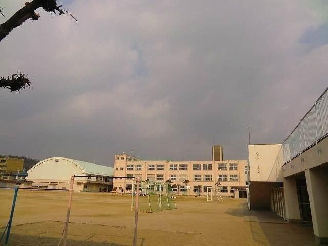岡山市立芳田小学校(小学校)まで357m
