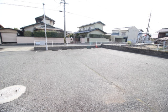 平面駐車場は広い