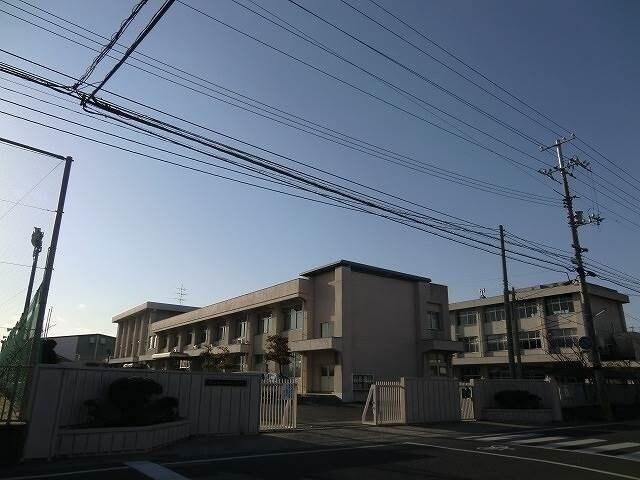 岡山市立御南中学校(中学校/中等教育学校)まで583m
