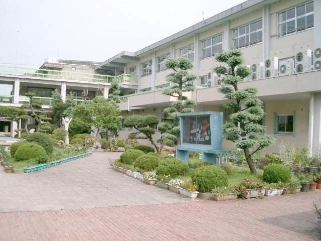 倉敷市立万寿小学校(小学校)まで501m
