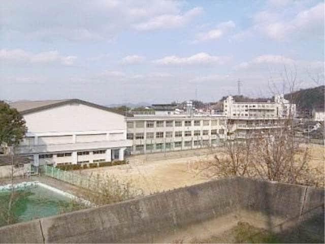 倉敷市立東中学校(中学校/中等教育学校)まで633m