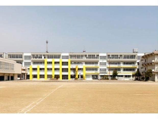 大治町立大治中学校(中学校/中等教育学校)まで530m