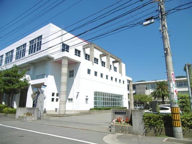 徳島市立八万中学校(中学校/中等教育学校)まで756m
