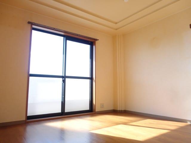 大きな窓で陽当たり良好