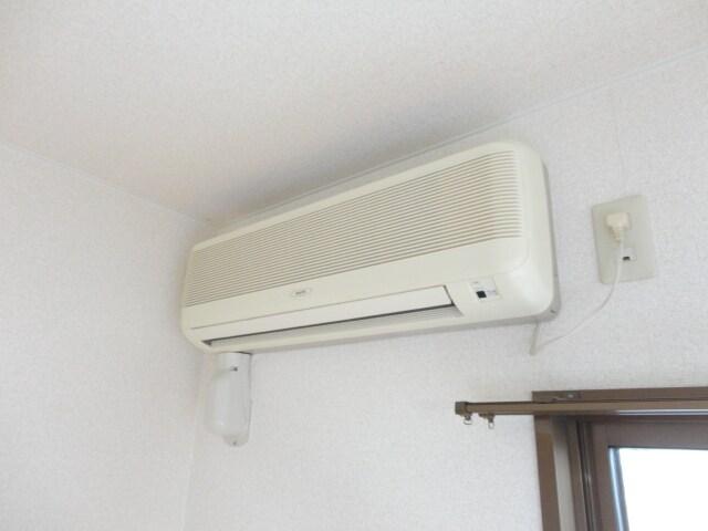 嬉しいエアコン付き。