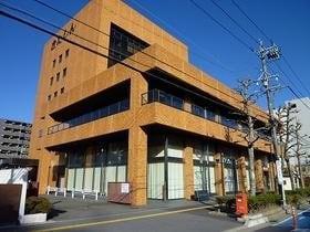 北伊勢上野信用金庫本店営業部常盤出張所(銀行)まで343m
