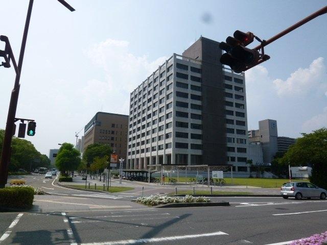 四日市市役所(役所)まで721m