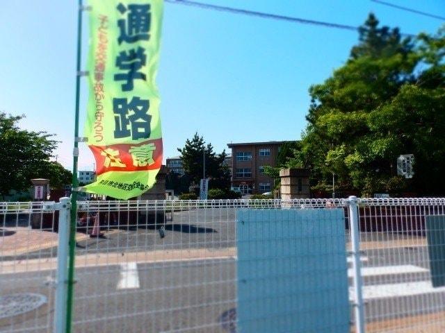 四日市市立富田小学校(小学校)まで445m