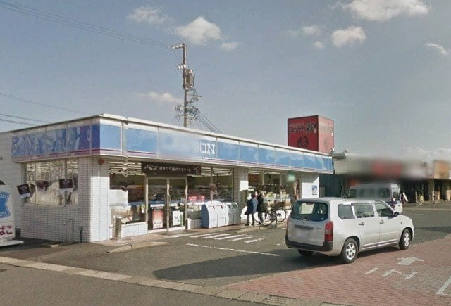 ローソン桑名安永店(コンビニ)まで76m