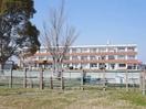 松阪市立鵲小学校(小学校)まで726m