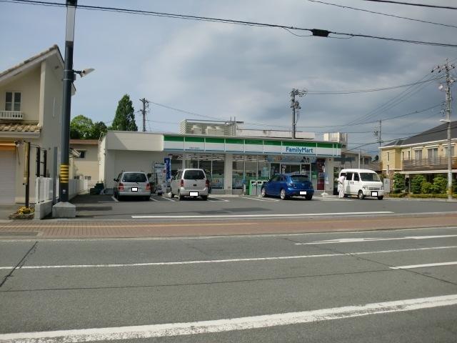 ファミリーマート伊勢外宮西店(コンビニ)まで588m