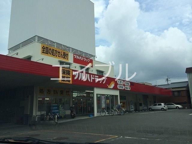 ツルハドラッグ朝倉店(ドラッグストア)まで372m