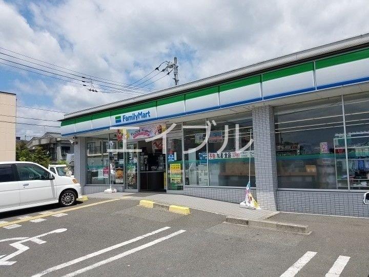 ファミリーマート一宮東町店(コンビニ)まで830m
