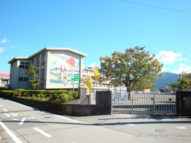 御殿場市立南中学校(中学校/中等教育学校)まで1342m※御殿場市立南中学校
