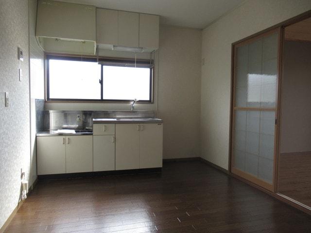 キッチンに窓があり料理中に換気できます!