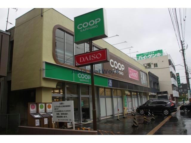 ダイソーコープさっぽろ北12条店(ディスカウントショップ)まで678m