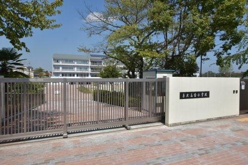 堺市立泉北高倉小学校(小学校)まで220m