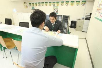 エイブル飯田橋店の接客写真