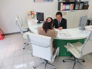 エイブル岸和田店の接客写真