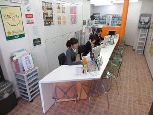 エイブル阪急十三店の内観写真