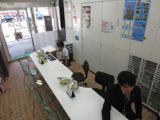 エイブル阪急十三店の接客写真