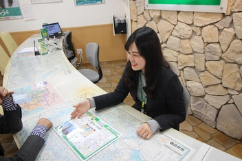 エイブル春日井店の接客写真