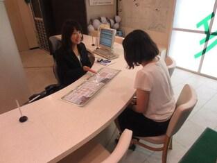 エイブル八事店の接客写真