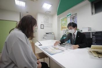 エイブル矢場町店の接客写真