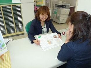 エイブル谷塚店の接客写真