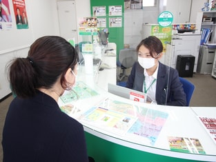 エイブル海田店の接客写真