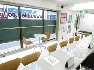 エイブル横浜西口店の内観写真