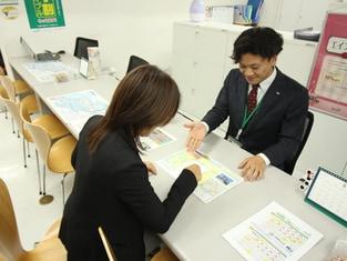エイブル横浜西口店の接客写真