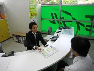 エイブル鎌倉店の接客写真